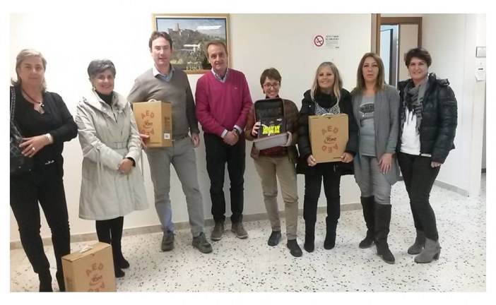 """""""Ericè Batticuore, Lotta per la vita"""": consegnati 4 defibrillatori per le palestre scolastiche"""