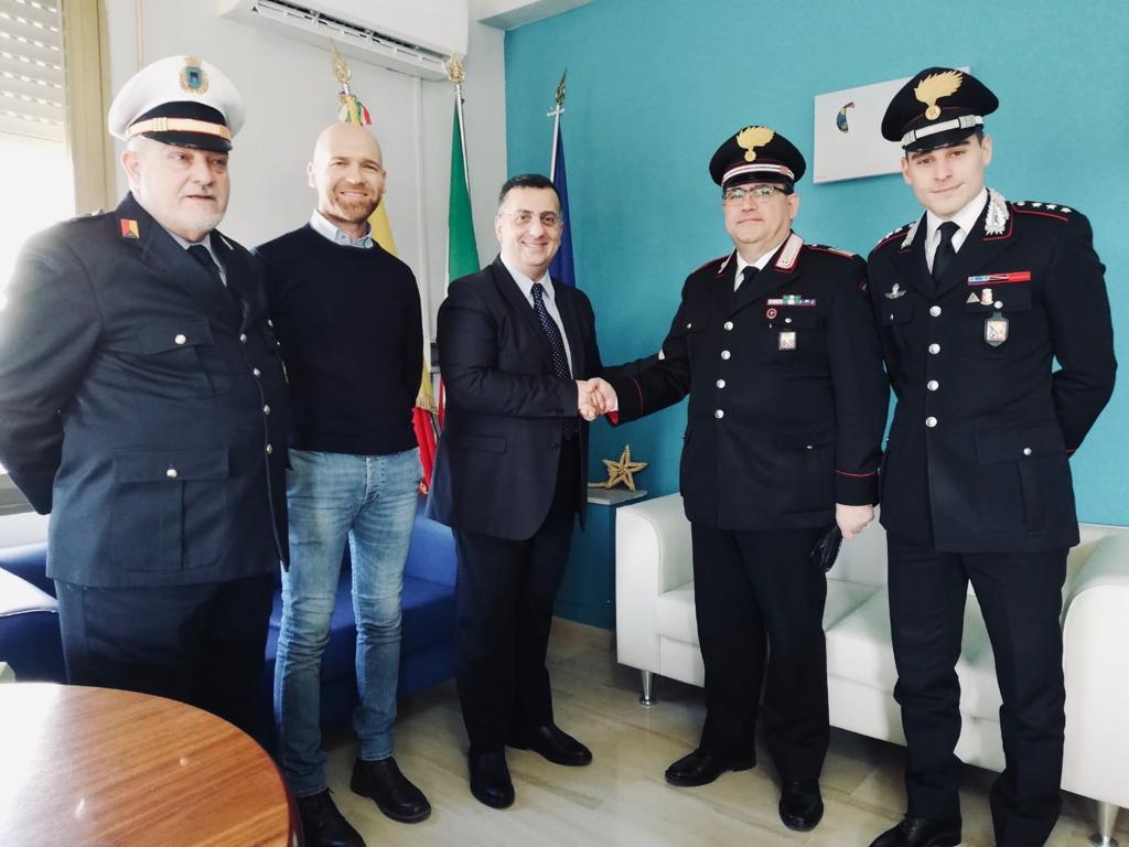 In visita al Comune il nuovo Comandante della Stazione dei Carabinieri  Il luogotenente Francesco Perrone subentra al luogotenente Andrea D'Incerto
