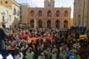 CON LA SFILATA DEGLI ALUNNI DELLE SCUOLE HA PRESO IL VIA IL CARNEVALE A MARSALA Un migliaio di bambini da piazza Pizzo hanno raggiunto piazza della Repubblica dove si è svolta una vera e propria festa in maschera